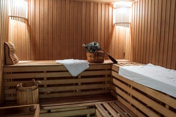 Finsk bastu med handduk
