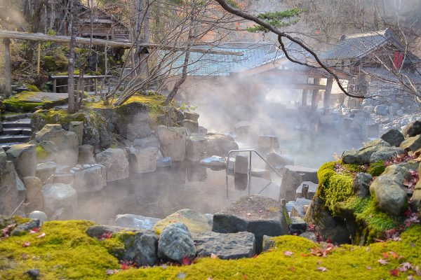 Japansk Onsen, varma utomhuskällor